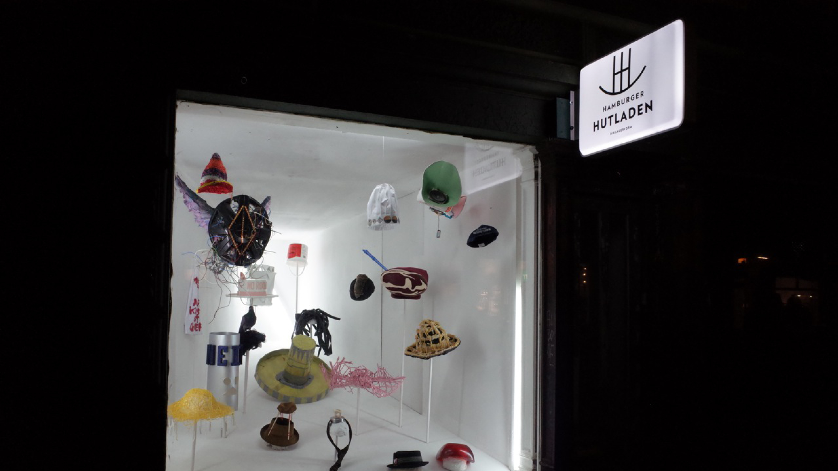 Hamburger Hutladen Noroomgallery – Poarangan Brand Design9